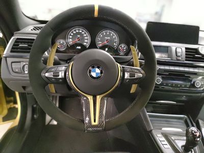 Steering wheel - stitching in the alcantara with an integrated center strip